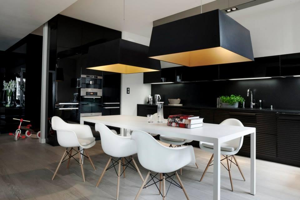 muc i scott Interiors czarna ściana w kuchni